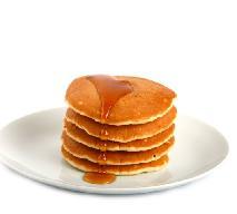 Pancakes: przepis na placuszki z syropem klonowym