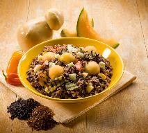 Brązowy ryż z prażonymi owocami z menu Beszamel