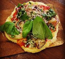 Pyszna pizza na spodzie z wczorajszych ziemniaków