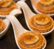 Babeczki z kremem orzechowo-bananowym i nutą karmelu