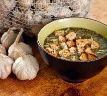 Rozgrzewająca zupa czosnkowa z wędzonką: przepis