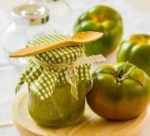Sałatka z zielonych pomidorów: przepis na sałatkę do słoika