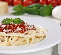 Spaghetti napoli - przepis na klasyczny prosty sos do spaghetti