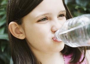 Co pić i jeść w upały? Radzi ekspert