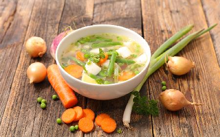 Lekka zupa z trio warzywnego z menu beszamel
