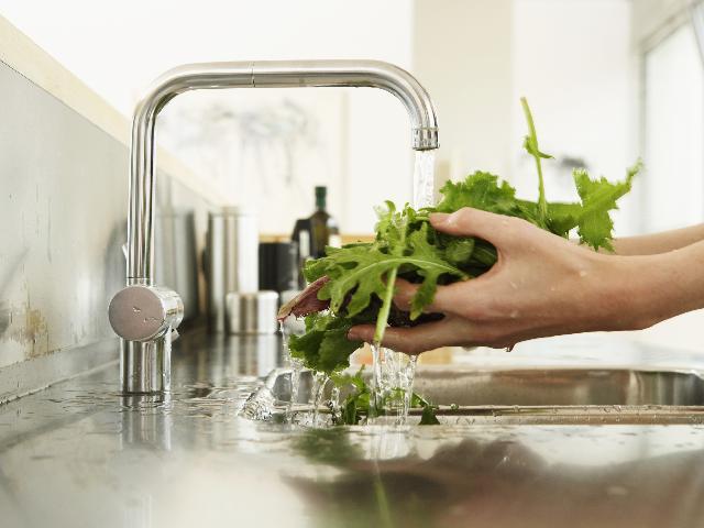 Jak pozbyć się pestycydów z owoców i warzyw w łatwy i tani sposób