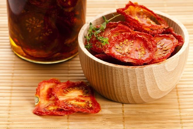 Jak suszyć pomidory w piekarniku? Suszone pomidory domowej roboty