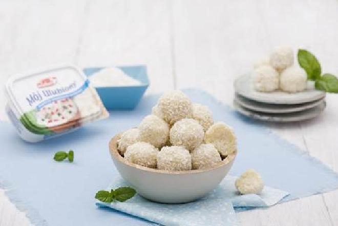Kokosowe kulki z twarożku: przepis na zdrowy deser + WIDEO