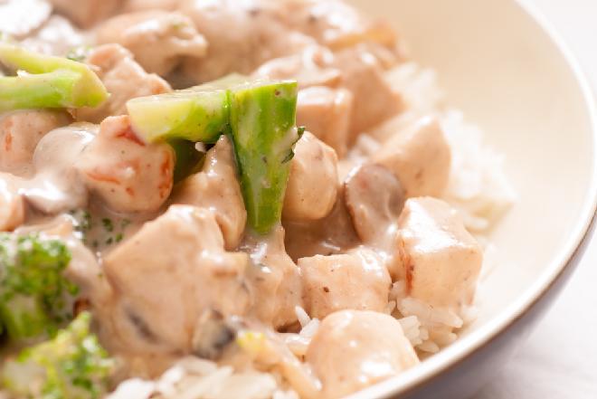 Zapiekanka z kurczakiem z brokułami: przepis na pyszny i dietetyczne danie główne