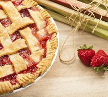 Ciasto z rabarbarem, truskawkami i rodzynkami: sprawdzony przepis