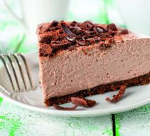 Sernik czekoladowy na ciemnym spodzie