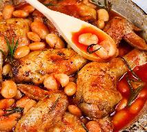 Kurczak duszony z fasolą w sosie pomidorowym: przepis na danie jednogarnkowe palce lizać
