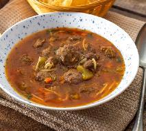 Domowa pomidorowa z miniklopsikami: obfita i pyszna zupa