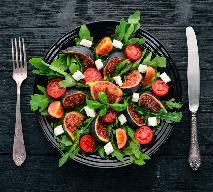 Sałata z pomidorami, figami i szpinakiem: przepis