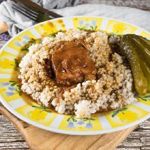 Łopatka wieprzowa duszona w sosie własnym: idealny obiad jak u mamy