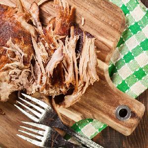 Domowy pulled pork: szarpana wieprzowina wolno pieczona