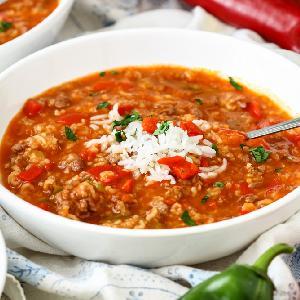 Zupa paprykowa z mielonym mięsem i ryżem a la papryka faszerowana: przepis przyjazny dla kieszeni