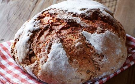 Chleb pełnoziarnisty na zakwasie - jak upiec?