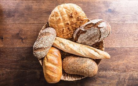 Czym zastąpić drożdże? Proste przepisy na pyszne chleby i bułki bez drożdży