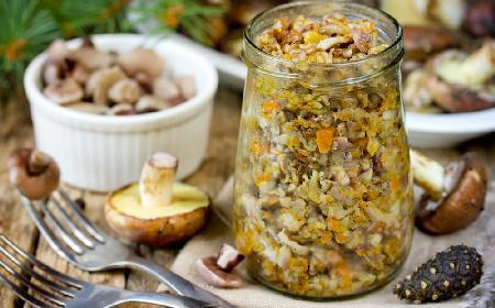 Kawior grzybowy - wyśmienita przekąska z leśnych grzybów i warzyw do słoika