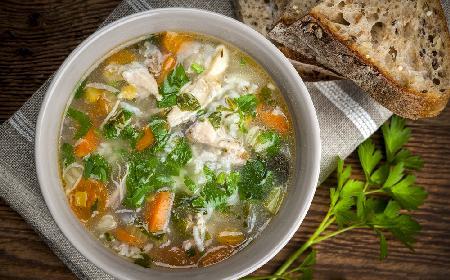 Łatwa ryżanka z kurczakiem i warzywami: przepis na zdrowy i pyszny krupnik ryżowy