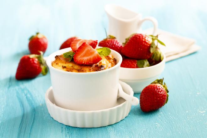 Zapiekane truskawki - truskawki pod koglem-moglem - szybki deser