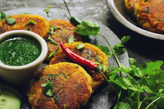 Ziemniaczane kotlety o smaku curry: łatwy przepis na krokiety z ziemniaków Aloo Kikki