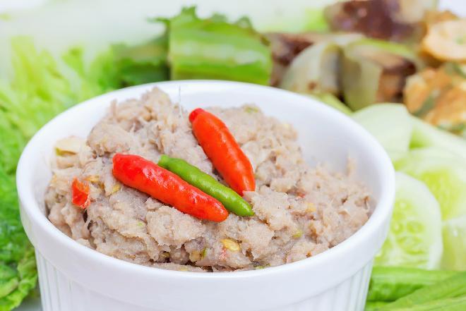Pasta rybna z ogórkiem kiszonym - przepis na pyszne śniadanie