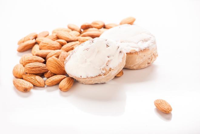 Polvoron: kruche ciasteczka migdałowe z Andaluzji [Smaczna Historia]